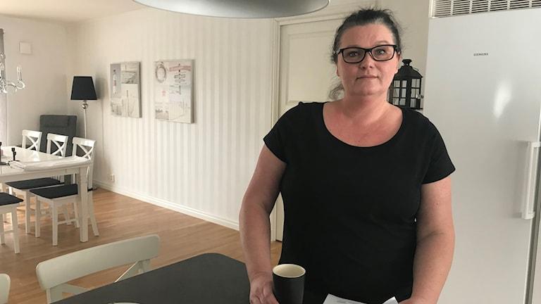 Pernilla Karlsson i familjens kök i Bollebygd.