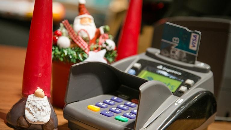 Julehandel med bankkort. Foto: Audun Braastad / TT.