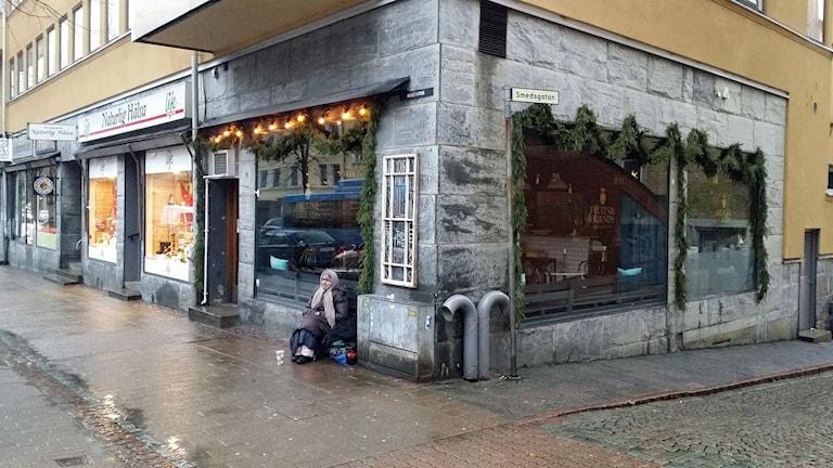 Gabriella är en av tiotalet tiggare som sover ute i Borås.