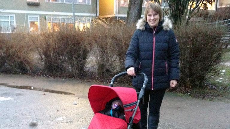 Camilla Nilsson får inte fota dottern Lovisa på årets luciatåg. Foto: Erika Larsson.
