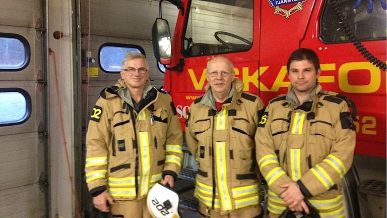 Jörgen, Bengt och Johan är alla tre en del av deltidsbrandkåren i Viskafors. Foto: Adam Koskelainen