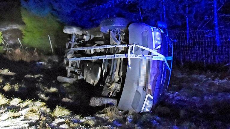 Minibussen som gick av inatt vid hundkapplöpningsbanan söder om Borås. Foto: Joakim Eriksson/Agena foto.