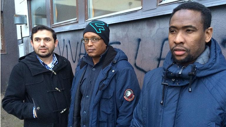 Gafur Krasniqi, Abdi Nasi och Abdirahman Ali Ahmed i muslimska föreningen i Svenljunga. Foto Sara Kvist
