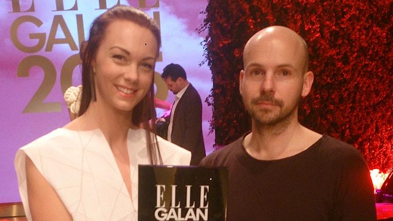 Designstudenten Josefin Runquist och Clemens Thornquist tog emot utmärkelsen.