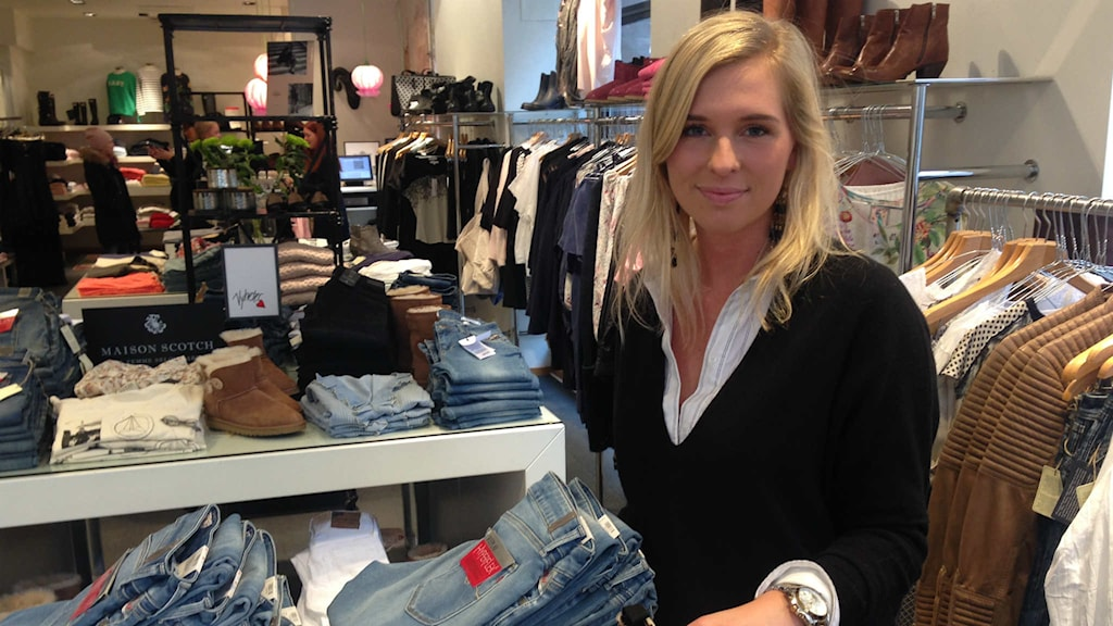Camilla Andersson är butiksbiträde i Joel och Jolina. Foto: Magdalena Brander
