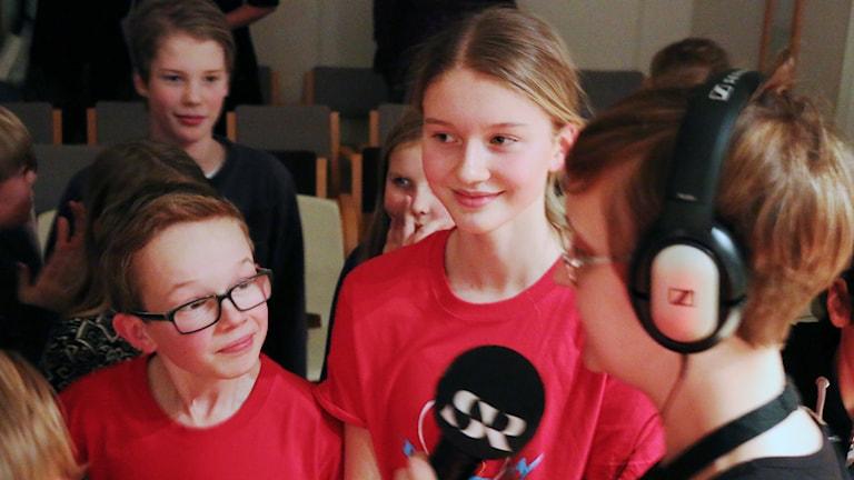 Edwin och Hilda intervjuas efter segern. Foto: Malin Björk.