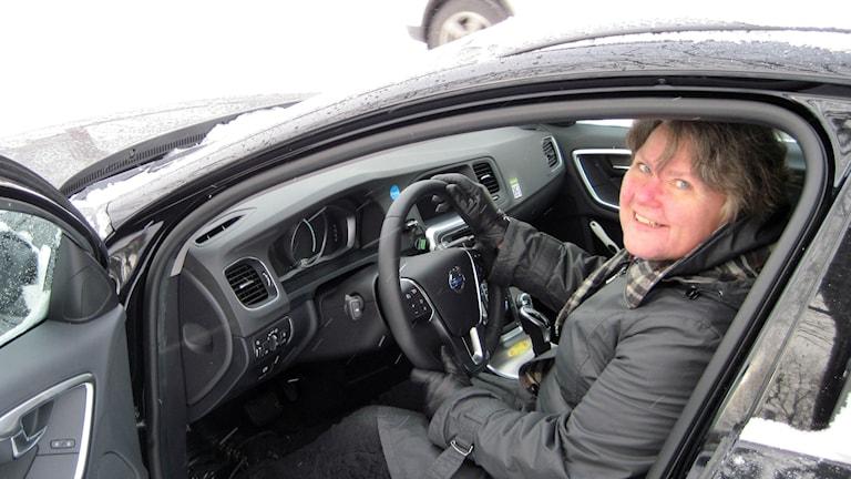 Kommunalråd Margareta Lövgren (M) i en av Marks kommuns bilpoolsbilar