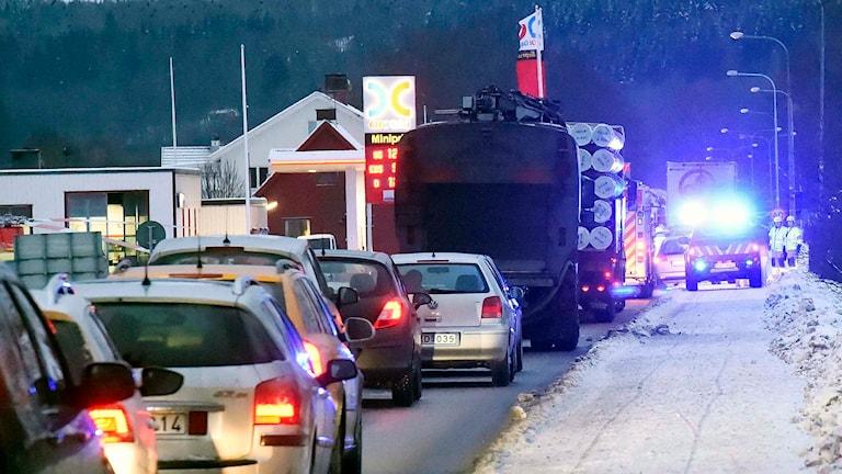 Det blev långa köer efter olyckan i Björketorp. Foto: Joakim Eriksson/Agena foto.