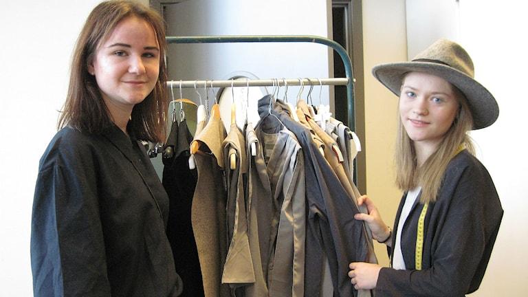 Lovisa Nolander och Linnéa Svensson från Xvemiul. Foto: Melissa Gustafsson/Sveriges Radio