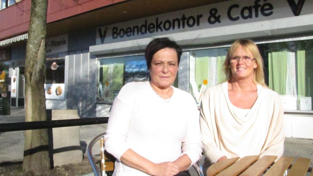 Lena Westin och Helena Engström från Vi-Hässleholmen. Foto: Melissa Gustafsson/Sveriges Radio