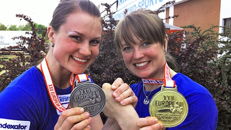 Arkivbild från tidigare mästerskap. Heidi Andersson (t.v.) och Fia Reisek med sina medaljer. Foto Göran Hellström.