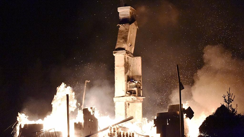 Villa totalförstörd i brand. Foto Joakim Eriksson/Agena Foto