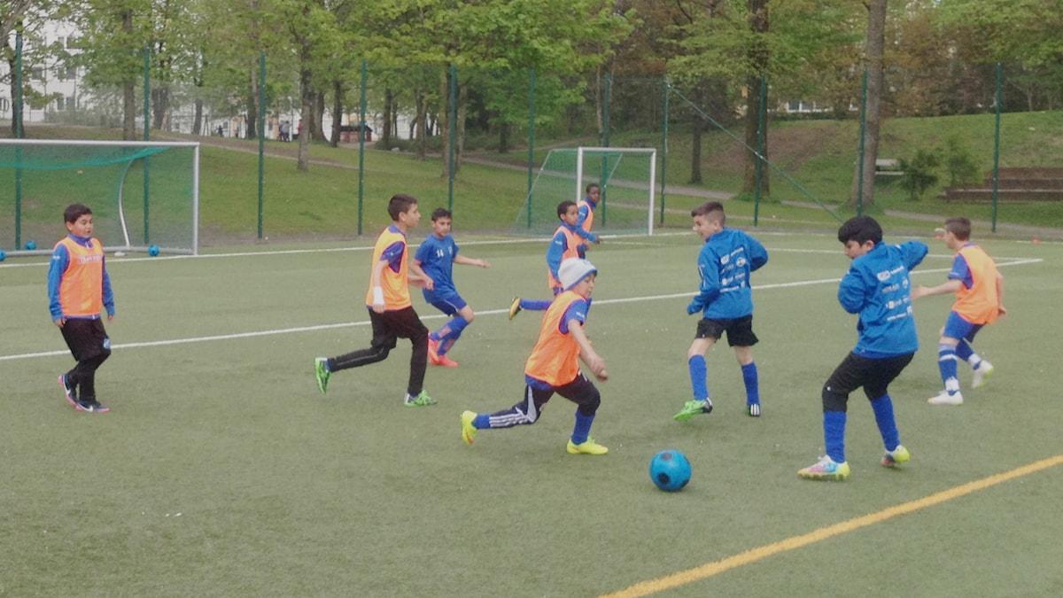 Träning med Norrby IF:s pojkar. Foto: Markus Alfredsson