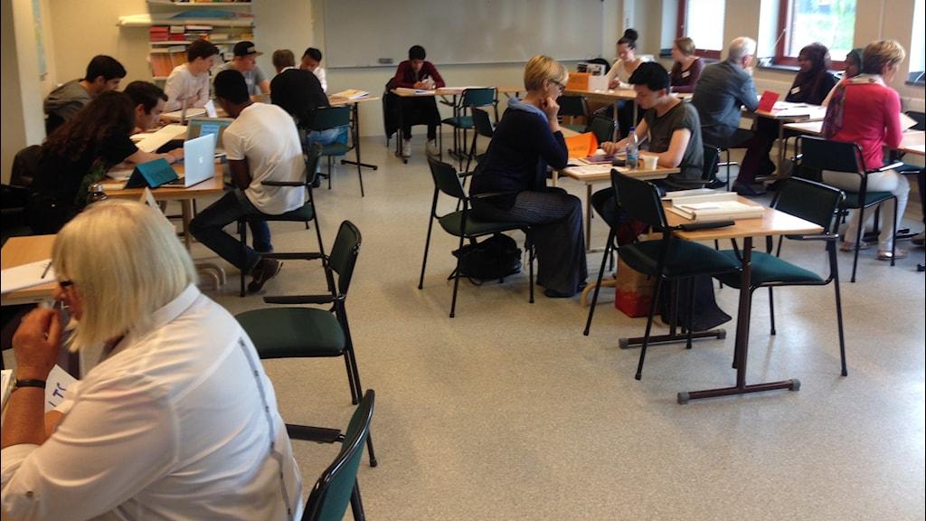 Sommarlovsentreprenörerna träffar näringslivet på Almåsgymnasiet i Borås. Foto: Magdalena Brander/Sveriges Radio