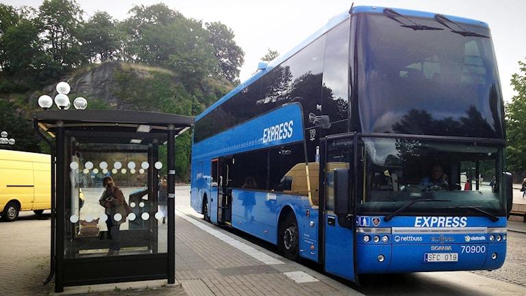 Buss 100 på Borås resecentrum. Västtrafik.