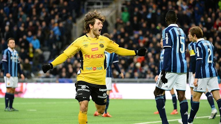 Elfsborgs Arber Zeneli jublar efter att ha gjort ett av målen när Elfsborg vann mot Djurgården i Stockholm i våras. Foto: Maja Suslin / TT