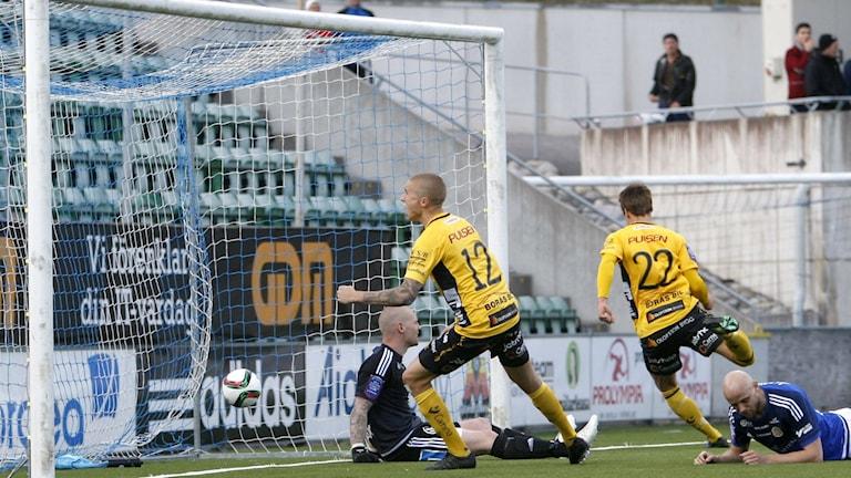 Elfsborgs Viktor Prodell avgör matchen mellan Sundsvall och Elfsborg i våras. Foto Therese Ny / TT