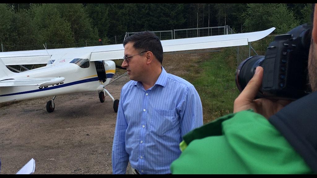 Piloten Philip Woods i blickfånget efter dramatiska nödlandningen. Foto: Mikael Olmås