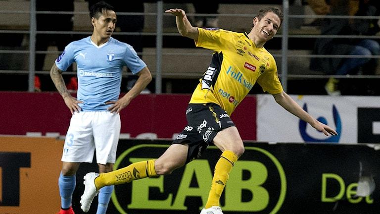 Elfsborgs Marcus Rohdén jublar efter att ha gjort mål i matchen mot Malmö FF på Borås Arena i våras. Foto Adam Ihse / TT