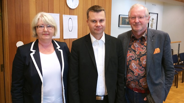 Kommunalråden Annette Carlson (M), Ulf Olsson (S) och Morgan Hjalmarsson (FP). Foto: Peter Elvemo/SR