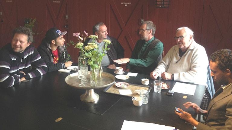Varje onsdag bjuder kommunen på fika på Glasets Hus i Limmared - en möjlighet för nyanlända att träffa ortsbor. Foto: Markus Alfredsson