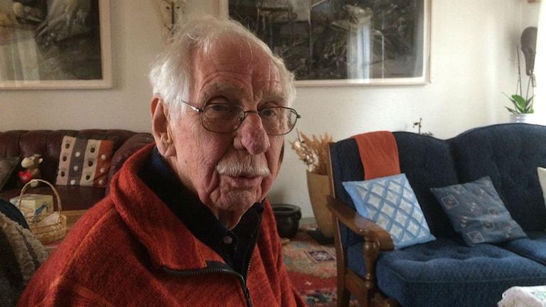 Sven-Erik Johansson i sitt hem i Örby. Foto: Pär Sandin