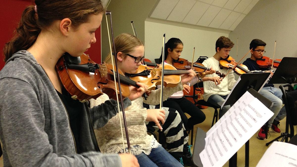 Fiolelever på Borås Kulturskola. Foto: Sofia Kristiansen/SR
