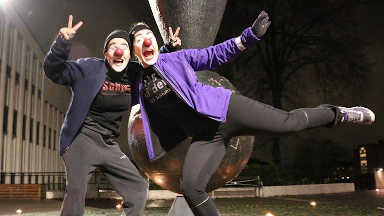 Josefin Andersson och Jenny Nilsson sprang för livet utklädda till clowner.