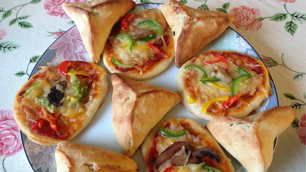 Pizza och piroger. Foto: Magdalena Brander