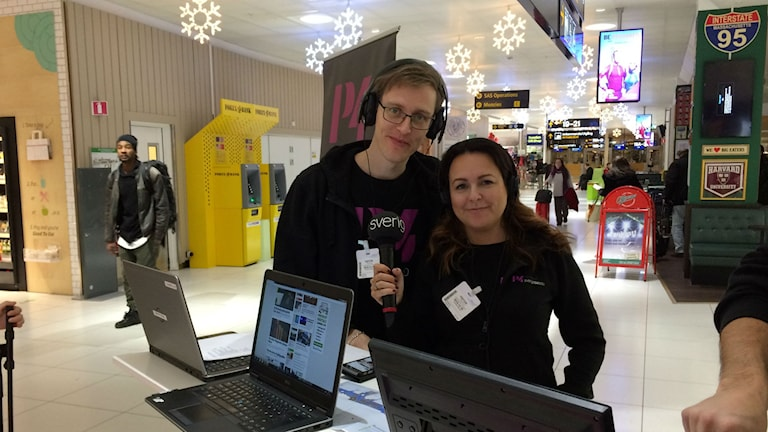 Marcus och Sarit på Landvetter flygplats. Foto: Karin Ivarsson / SR.
