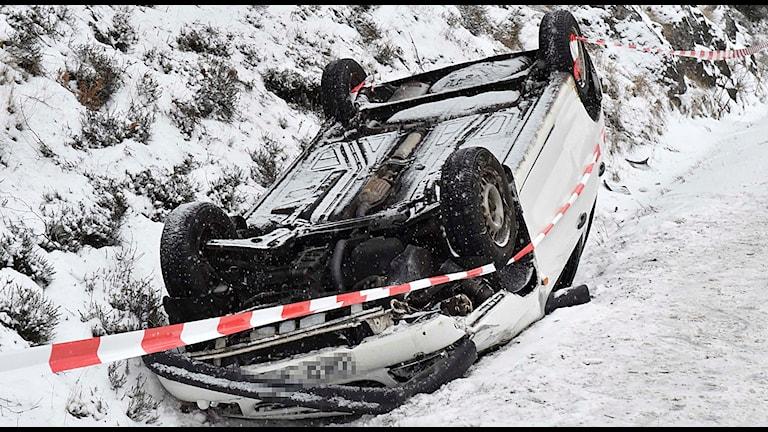 Bil som voltat vid Uddebo Foto: Joakim Eriksson/Agena Foto