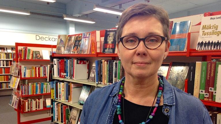 Bibliotekschefen på Tranemo bibliotek, Fredrike Henriksson. Foto: Olivia Ochoa/SR.
