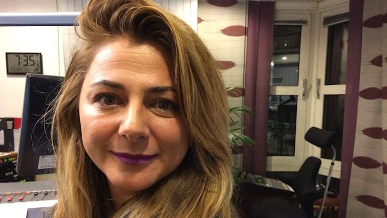 Vildana Aganovic, journalist och krönikör på Borås Tidning. Foto: Karin Ivarsson / SR.