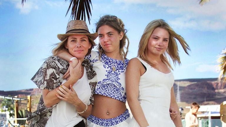 Linn Palm med döttrarna Emmy och Saga. Foto: TV4