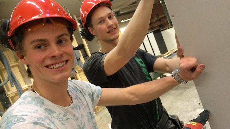Marcus Andersson och Joel Arnell från Marks gymnasium. Foto: Niclas Odengård/SR
