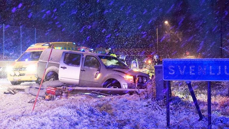 Bil i diket efter halka i Örsås.