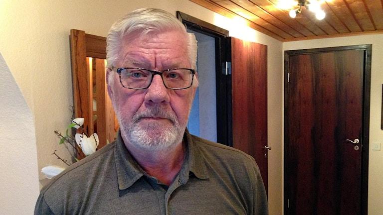 Göran Tjärnlund säger att man försöker tysta honom.