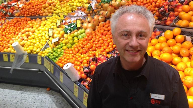 Christian Ruhdensjö, butikschef på Ica City i Fristad, är positiv till ett samarbete.