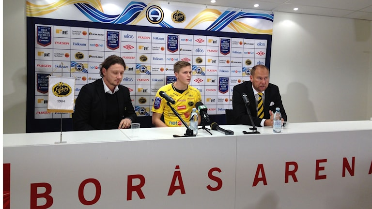 Joakim Nilsson presenteras på Elfsborgs presskonferens.