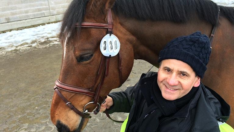 Ionel Barbos studerade i tio år för att kunna bli veterinär igen.