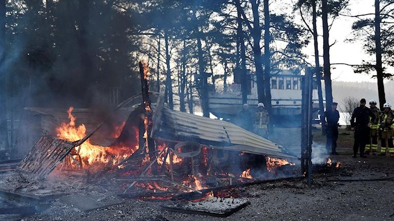 Kiosken brann ner till grunden.