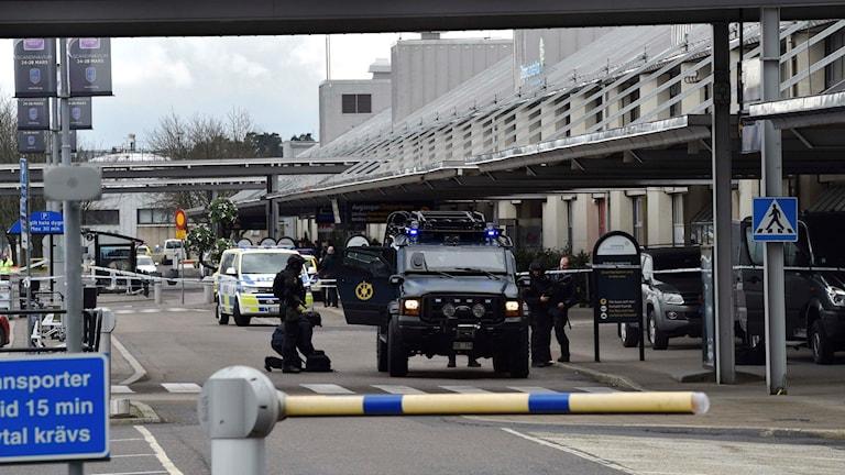 Polisens bombgrupp på Landvetter. Foto: Joakim Eriksson