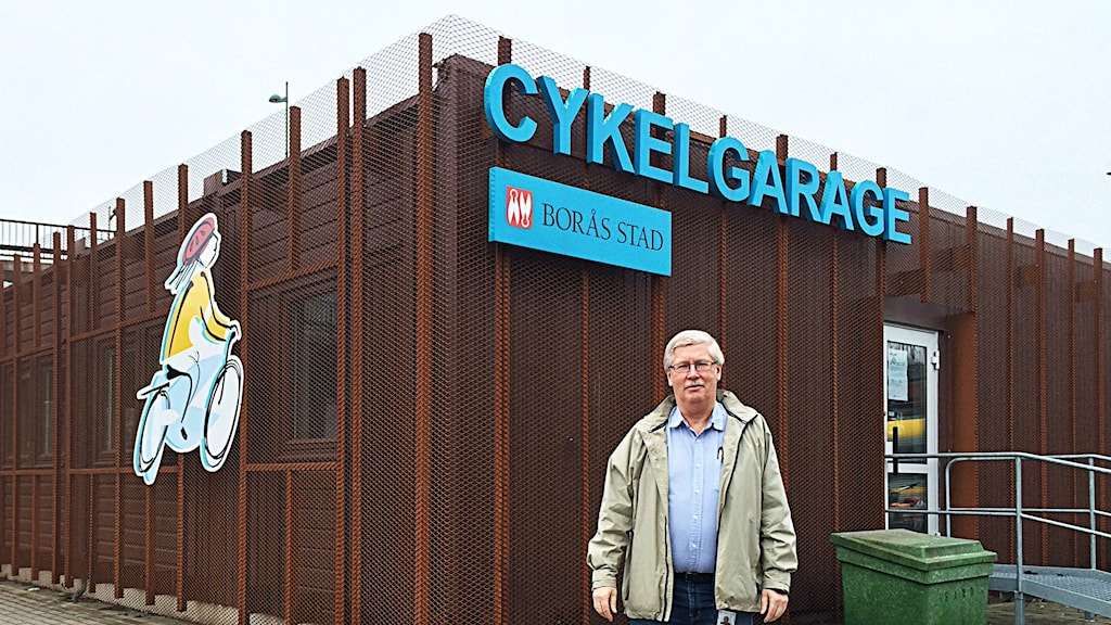 Jan-Åke Claesson, enhetschef på tekniska förvaltningen i Borås utanför Cykelgaraget.