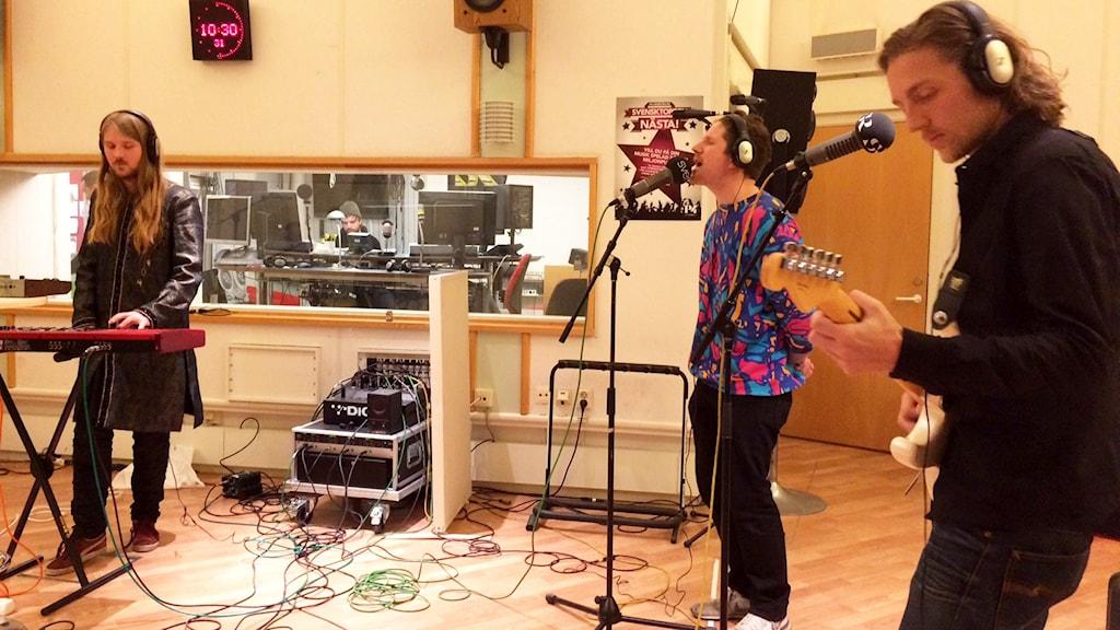 Parallell spelar i radiostudion