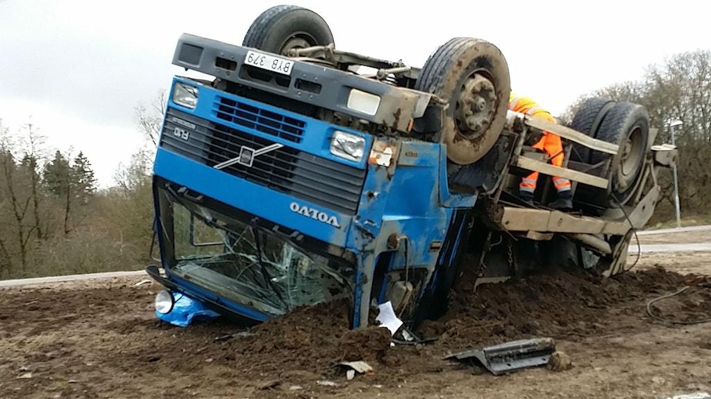 Lastbil välte i Skene. Foto: Marcus Ålsnäs
