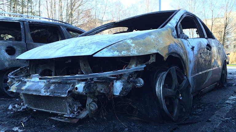 En helt utbränd bil