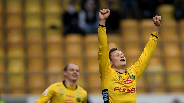 Elfsborgs Viktor Claesson jublar över sitt mål (2-0) under torsdagens allsvenska fotbollsmatch mellan IF Elfsborg och Djurgården på Borås Arena