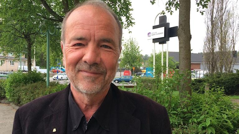 Pierre Enbert från Dalsjöfors väljer att hjälpa.