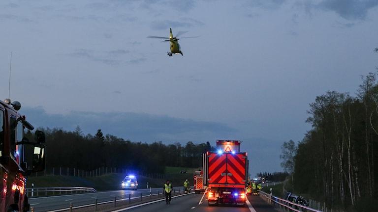 Vägen fick spärras av vid räddningsarbetet.