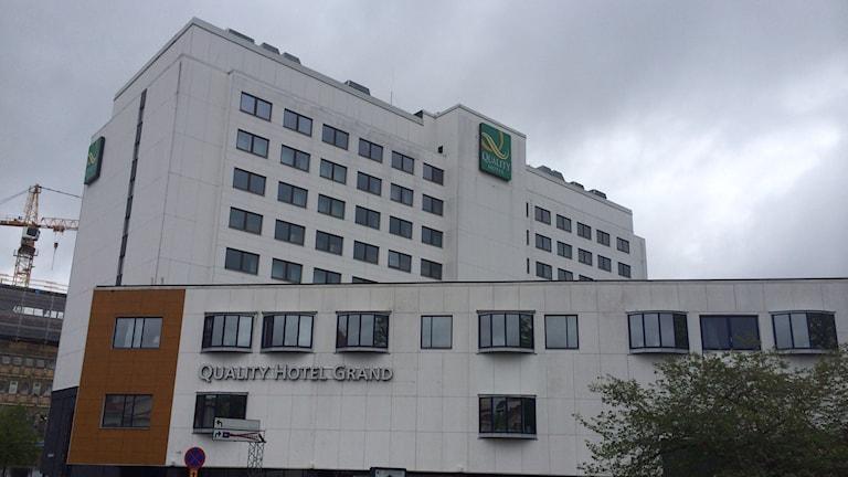 Grand hotell i Borås. Mannen föll fem våningar ner på taket till konferensanläggningen. Foto: Mikael Olmås